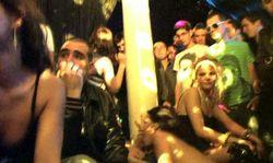Partouze géante dans une discothèque en France